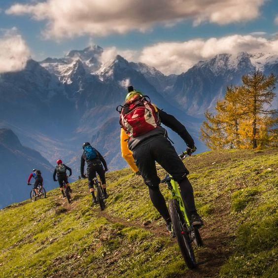 Велосипедисты на горных велосипедах