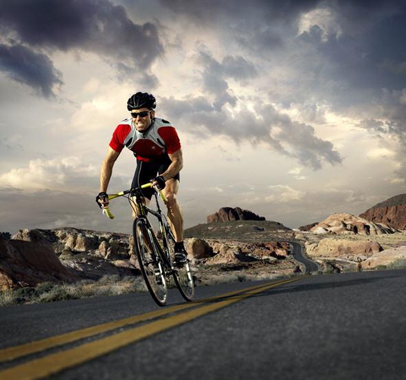 Спортсмен на спортивном велосипеде