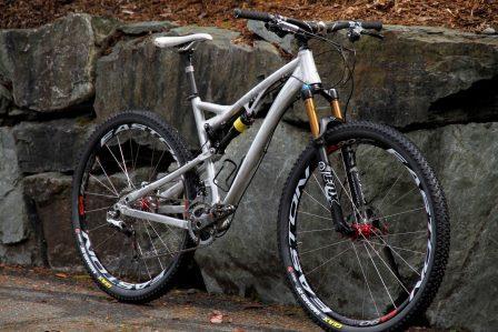 Горный велосипедс колесами 28 дюймов