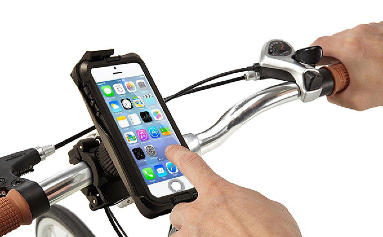 Держатель смартфона установленный на руле велосипеда